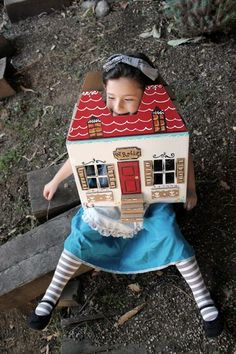 Alice in Wonderland Costume. So creative. I just wonder how long the kids will be able to keep themselves in the box, but I guess if they take it off they are still Alice!