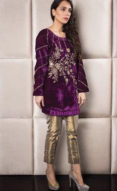 Baat paki / dholki or engagement outfit inspo for brides side Shadi Dresses, Pakistani Dresses Casual, Indian Dresses, Velvet Shawl, Velvet Suit, Frock Fashion, Fashion Outfits, Velvet Dress Designs, Classy Suits