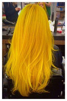Very Beautiful Hair Style to be sleek Yellow Hair Color, Hair Dye Colors, Cool Hair Color, Blue Hair, Pelo Multicolor, Dyed Hair Pastel, Neon Hair, Coloured Hair, Dye My Hair