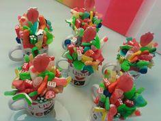 Chuchedetalles Pamplona: Tazas de chuches para unas compañeras de trabajo Finger Foods, Pamplona, Desserts, Co Workers, Mugs, Deco, Tailgate Desserts, Deserts, Finger Food