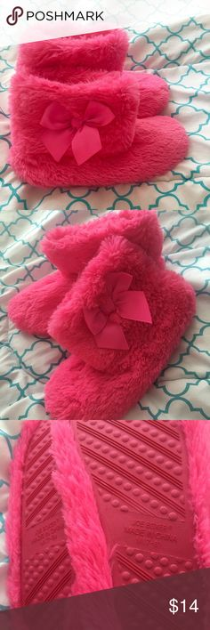 ❤️GIFTED❤️ Pink bow 🎀 Booties/slippers Very very cute!💖Fuzzy bootie slippers with bow🎀 Brand new! Shoes Slippers