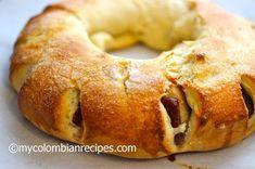 Roscón de Bocadillo o Guayaba (Guava Paste Stuffed Bread)--Colombian yumminess Colombian Bakery, Colombian Desserts, My Colombian Recipes, Colombian Cuisine, Columbian Recipes, Guava Paste, Dessert Dishes, Latin Food, Sweet Bread