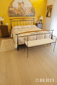 Legno per la camera da letto. Installazione del parquet prefinito Berti Pavimenti Legno.  #parquet #parquetlovers