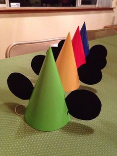 9 Famous Mickey Mouse Crafts For Birthdays Of Kids Here are the 9 best Mickey Mouse Crafts for birthdays of kids.Get cartoon character in craft idea; let your kids know about them with funny way. Mickey Mouse Christmas Tree, Mickey Mouse Wreath, Mickey Mouse Hat, Mickey Mouse Cupcakes, Mickey Mouse Clubhouse Party, Mickey Cakes, Mickey Party, Mickey Craft, Mickey Mouse Crafts