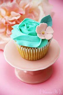 Bella Cupcakes: Rose Swirl
