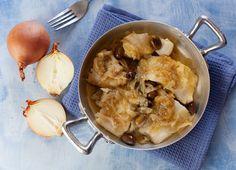 Il baccalà con cipolle e olive taggiasche è un secondo buonissimo, con pochi ingredienti e veloce da preparare col baccalà già dissalato Olive, Shrimp, Meat, Food, Essen, Meals, Yemek, Eten