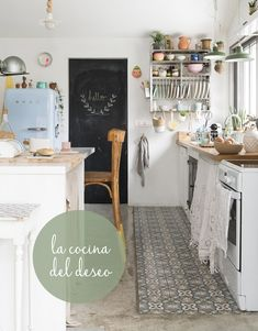 Todo empezó por la foto de una cocina y luego llegó el resto. La casa francesa del deseo está en Biarritz y tenemos las fotos.