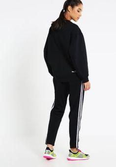 Eine lässige Sporthose mit den schicken drei Streifen. adidas Performance 3S TAPERED PT - Jogginghose - black/white für 54,95 € (06.10.16) versandkostenfrei bei Zalando bestellen.