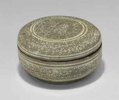 A Slip-inlaid Buncheong Stoneware Cosmetic Box  JOSEON DYNASTY (15TH - 16TH CENTURY)