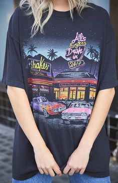 Get cozy in the Rita Al's Burgers T-Shirt from John Galt. T-shirts Vintage, Looks Vintage, Vintage Shirts, Oversized Graphic Tee, Cool Graphic Tees, Graphic Shirts, Aesthetic T Shirts, Aesthetic Clothes, Indie Scene Outfits