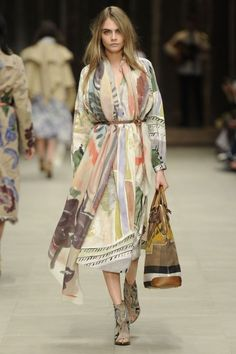 Cara Delevingne Burberry Prorsum Fall 2014 Fashion Show During London Fashion Week February 2014 Fashion Mode, Runway Fashion, High Fashion, Winter Fashion, Fashion Show, Womens Fashion, Fashion Design, Fashion Trends, Net Fashion