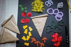 Set up your play food counter with a kiddie favorite - pizza, and make it super realistic with this incredibly detailed Paper Pizza Craft for Kids!Check out the link to get more information on simple crafts for kids Kids Food Crafts, Crafts For Kids To Make, Camping Crafts, Toddler Crafts, Preschool Crafts, Projects For Kids, Fun Crafts, Art For Kids, Art Projects