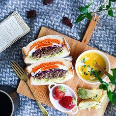 お皿代わりに何でものせて木製カッティングボードで食卓をカフェ風に
