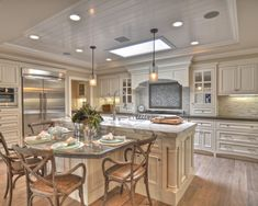 Traditional Kitchen L Shaped Kitchen Banquette Design, Pictures, Remodel, Decor and Ideas - page 16