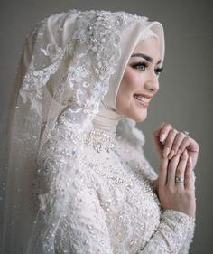 Muslim Wedding Gown, Hijabi Wedding, Wedding Hijab Styles, Kebaya Wedding, Muslimah Wedding Dress, Muslim Wedding Dresses, Disney Wedding Dresses, Muslim Brides, Dream Wedding Dresses