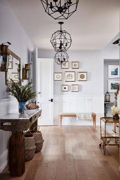 Best Interior Design By Sarah Richardson For Your Beautiful Home: Best Inspirations Off Grid House, Rustic Home Design, Foyer Design, Hallway Decorating, Interior Decorating, Best Interior Design, Benjamin Moore, Decoration, Cool Kitchens