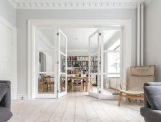 Folding door separating two living rooms. Each door folds on the middle #vahledoor #interiordoor #foldingdoor #glassdoor #bespokedoor #architecture #design #madeindenmark