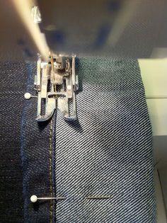 Faire ourlet de jeans en gardant l'ourlet d'origine.