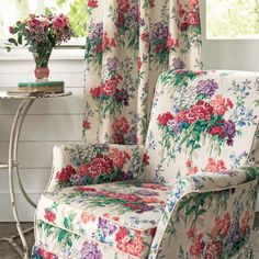 Sanderson - Traditional to contemporary, high quality designer fabrics and wallpapers | Products | British/UK Fabric and Wallpapers | Sweet Williams (DVIN224333) | Vintage 2 Prints