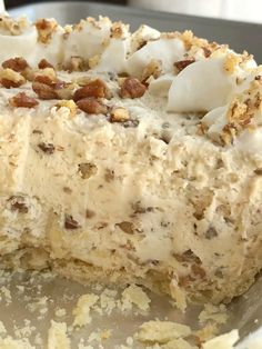 Pecan pie just like the original but in a creamy, light, and fluffy pecan cream pie. Pie crust filled with a thick & creamy pecan mixture. This whipped cream pie is a delicious Fall twist Pecan Desserts, Pecan Recipes, No Bake Desserts, Easy Desserts, Delicious Desserts, Dessert Recipes, Yummy Food, Pumpkin Recipes, Healthy Desserts