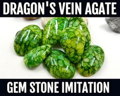 Skill level: Beginner - Advanced In this professional and detailed tutorial you will know how to make amazing, very realistic faux stones Green Dragons Vein Agate from polymer clay! This video tutorial contains around 30 minutes of HD-Video that detailed describe process of creation such