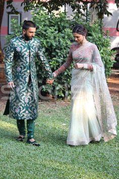 10 Bollywood Couples That Made 2015 a Very Difficult Year for Singles All Over Bollywood Couples, Bollywood Celebrities, Bridal Lehenga, Saree Wedding, Indian Dresses, Indian Outfits, Deepika Padukone Saree, Kareena Kapoor, Saree Trends