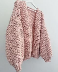 Always room for more pink, this is still currently your fave colour & style combination 👌🏻 Honey Blossom Cardigan In Pearl Pink ✨✨✨ Ladies Cardigan Knitting Patterns, Cardigan Pattern, Crochet Cardigan, Knit Or Crochet, Knitting Patterns Free, Hand Knitting, Crochet Clothes, Diy Clothes, Extreme Knitting