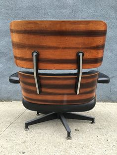 4500 1970s Rosewood Hello Collectors Up For Sale Is An Authentic Herman Miller Eames Lounge