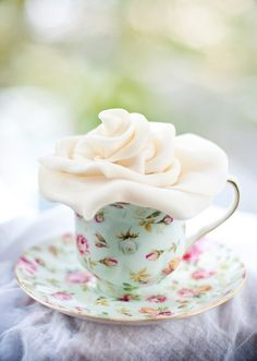 Lulu's Sweet Secrets: My First Sugar Flowers Fondant Flowers, Sugar Flowers, Teacup Flowers, Sugar Rose, Rose Tea, My Cup Of Tea, Vintage Tea, Vintage Soul, Vintage China