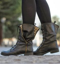 Adorable Leather Black Boots with Zipper Details for Ladies, Winter Style