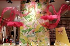 A tropical stopover with its new storefront: Flamingo.  #Repetto #RepettoVitrine #WindowDisplay #Flamingo