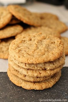 Old Fashioned Oatmeal Cookies. Why buy oatmeal cookies from the store when you make these beauties right at home? Health Cookies, Homemade Oatmeal Cookies, Best Oatmeal Cookies, Healthy Oatmeal Cookies, Oatmeal Cookie Recipes, Instant Oatmeal Cookies, Oatmeal Biscuits, Coconut Oatmeal, Cookie Desserts