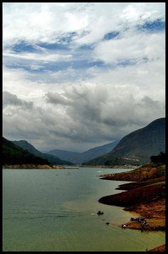 Lago de la Presa la Honda, Complejo Hidroeléctrico Leonardo Ruiz Pineda(Uribante Caparo), Municipio Uribante, Estado Táchira, Venezuela.