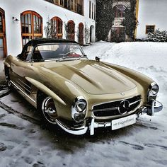 Mercedes 300 SL Roadster - Beauty in Pristine Setting - carporn Mercedes Benz 300 Sl, Mercedes Benz Autos, Classic Mercedes Benz, Cute Cars, Pretty Cars, Classy Cars, Sexy Cars, Old Vintage Cars, Antique Cars