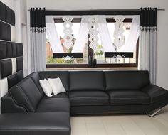 Firana w kształcie litery V w marokańskim stylu idealnie pasuje do salony lub sypialni. Sofa, Couch, Curtain Designs, Decoration, Beautiful Homes, Windows, Curtains, Living Room, Furniture