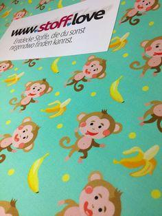 Lustige Affen mit Bananen Stoff bei www.stoff.love in jeder Wunschfarbe. In Deutschland hergestellt. Starter Set, Snoopy, Pattern, Fictional Characters, Funny Monkeys, Cotton Textile, Fruit, Germany, Patterns