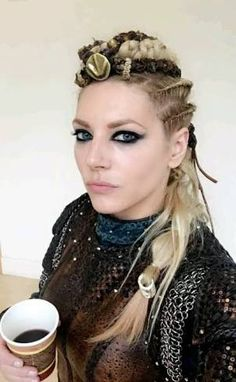 Katheryn Winnick (Lagertha Lothbrok) from the hit TV series Vikings shows us yet again why she's one of the hottest actresses out there! Katheryn Winnick Vikings, Lagertha Vikings, Vikings Hair, Lagertha Hair, Ragnar Lothbrok, Vikings Tv, Viking Halloween Costume, Vikings Halloween, Viking Makeup