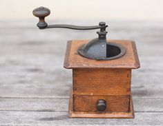 Antique Coffee Grinder Natural Wood French Cube Mill Rustic Kitchen Home Decor Cottage Country Shabby Chic tbteam elitett. €49,00, via Etsy.