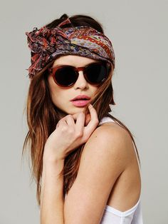 51 Trendy how to wear a bandana in your hair as a headband oakley sunglasses Looks Hippie, Hippie Style, Boho Hippie, Bohemian, Oakley Sunglasses, Sunglasses Accessories, Free People Clothing, Headband Hairstyles, Hair Day