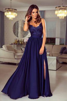 8bfea2b11849 Nádherné tmavomodré šaty Bella na tenké ramienka. Šaty na ples