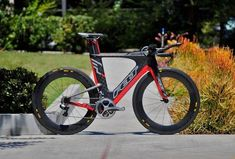 Unveiled: 2014 Felt IA Triathlon Bike. Yeah, they probably won't be making this when i'm finally ready to spend big $ for a new bike, but if they are...