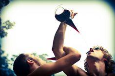 Bebiendo de porrón