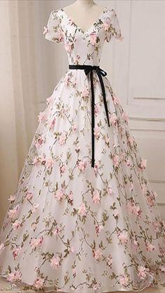 Elegant Dresses For Women, Stylish Dresses For Girls, Pretty Dresses, Beautiful Dresses, Casual Dresses, V Neck Prom Dresses, Tulle Prom Dress, Ball Dresses, Short Dresses
