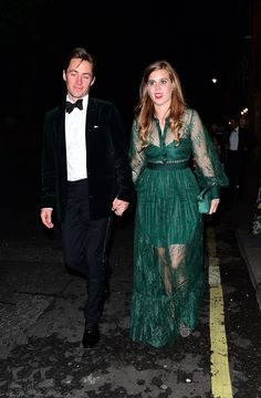 Princess Beatrice and Edoardo Mapelli Mozzi leave the reception. Mapelli Mozzi wears a satin stripe trouser with a dark green tint blazer to match his girlfriend Prince Michael Of Kent, Prince William And Kate, Prince Harry And Meghan, Prince Andrew, Navy Fascinator, Headpiece, Princesa Beatrice, High Street Dresses, Intimate Wedding Reception