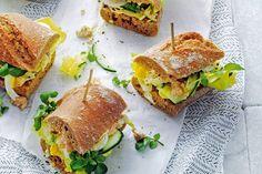 Broodje vis met kruidige curry-yoghurt voor een luxe lunch. Of neem 'm mee voor een fijne picknick - Recept - Allerhande