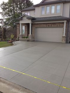 How much does a concrete driveway cost? How to measure, plan and budget a new cement drivewayHow to design a concrete driveway. Cost of measuring, setting and ideas for the best driveway to improve Cost Of Concrete Driveway, Driveway Paving, Driveway Design, Cement Patio, Concrete Driveways, Driveway Landscaping, Concrete Floors, Driveway Ideas, Concrete Texture