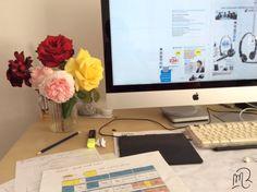 Après un long week end, on fait rentrer le #jardin dans son #bureau pour se motiver à bosser ;)   #rose #fleurMarie Rosique / MR / Blog artistique: Bureau fleuri