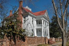 Cline Mansion in Milledgeville, Georgia, where Flannery O'Connor lived with her aunts as a teenager.