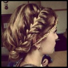 Im absolutely obsessed with these boho-chic braided updos Love Hair, Gorgeous Hair, Bridesmaid Hair, Prom Hair, Pretty Hairstyles, Wedding Hairstyles, Curly Hairstyles, Pretty Braids, Nice Braids
