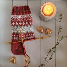 Knitting Socks, Knitted Hats, Lots Of Socks, Granny Square Sweater, Knit Crochet, Crochet Hats, Handicraft, Knitting Patterns, Diy Projects